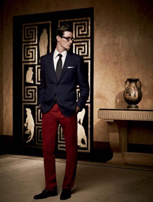 """Tết đến xuân về chỉ là một cái """"cớ"""" để diện đồ đỏ mà thôi. Chúng quá đẹp để diện quanh năm chỉ không chỉ trong dịp tết."""