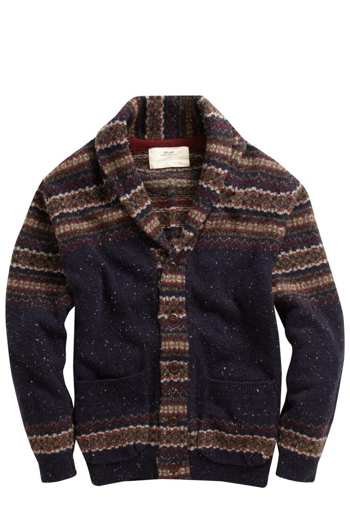 Áo len đẹp thế này không phải cứ tiện tay là cho vào máy giặt được.