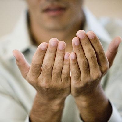 Hãy nghĩ đến việc bắt tay đối tác với bàn tay bong tróc mà xem.