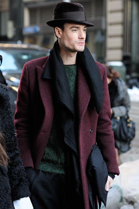 Áo khoác đỏ cho nam giới không khó phối như mọi người vẫn tưởng.