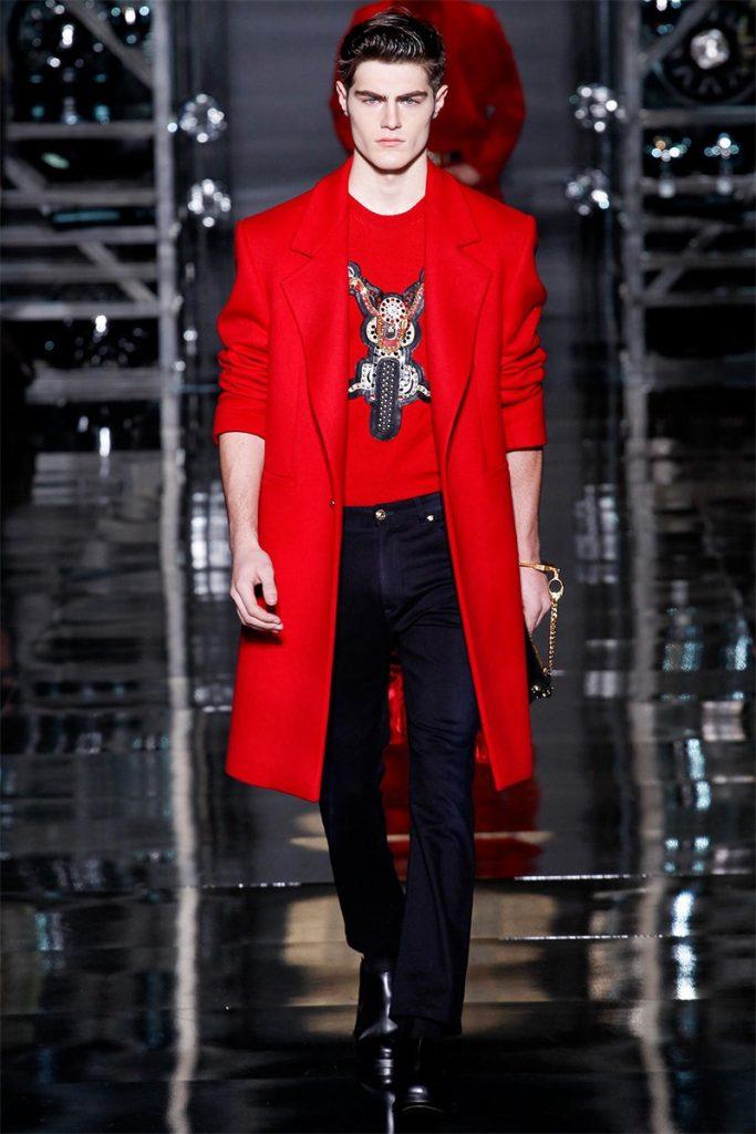 Versace cho thấy tông đỏ tươi vẫn vô cùng nam tính