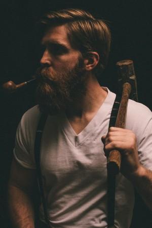 Tôi những đã tưởng nhân vật chính phải là một gã râu ria cơ bắp mồm ngậm tẩu...