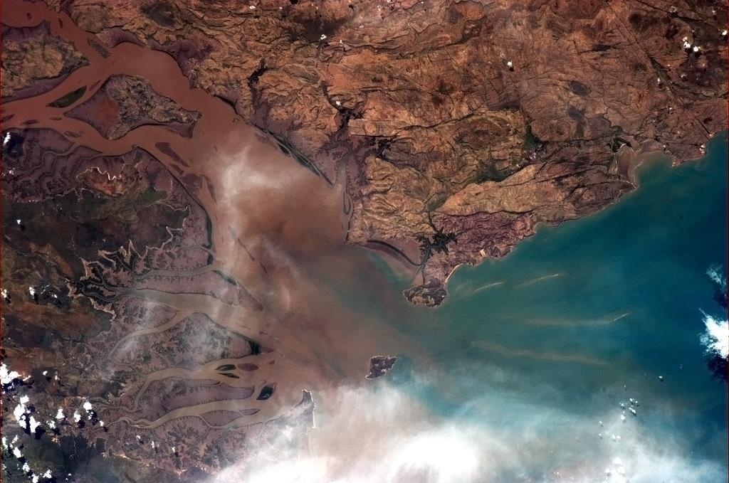 Cửa sông ở Australia - nơi sắc màu và họa tiết có cơ hội bùng nổ.
