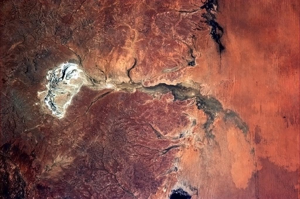Sông khô cạn ở Australia.