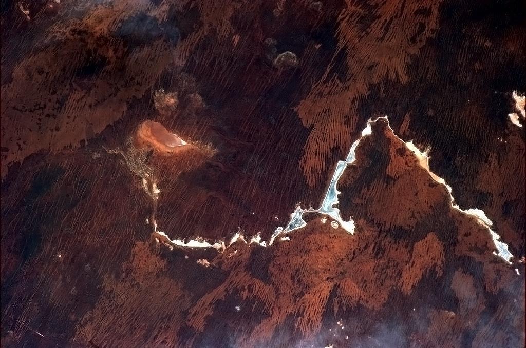 Sa mạc ở Úc thường nhìn giống khoáng thạch dưới kính hiển vi.