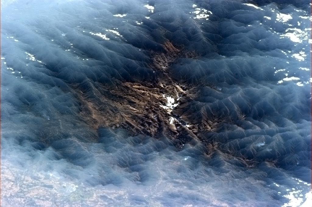 Mây mù bao trùm một thung lũng ở Venezuela tạo nên một khung cảnh đẹp siêu thực.
