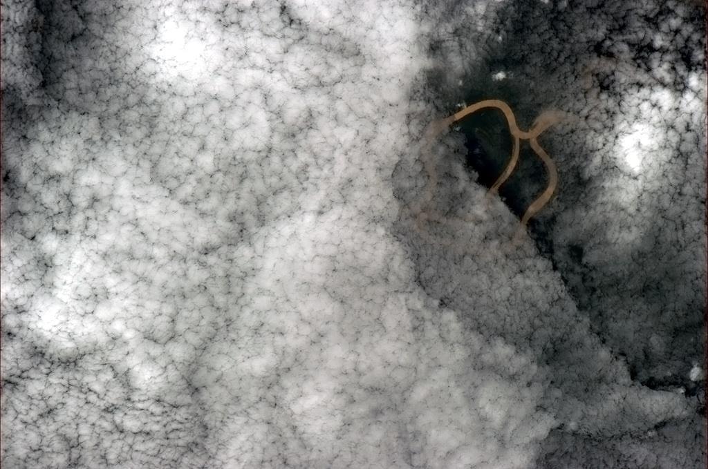 Mây bao phủ rừng rậm Amazon.