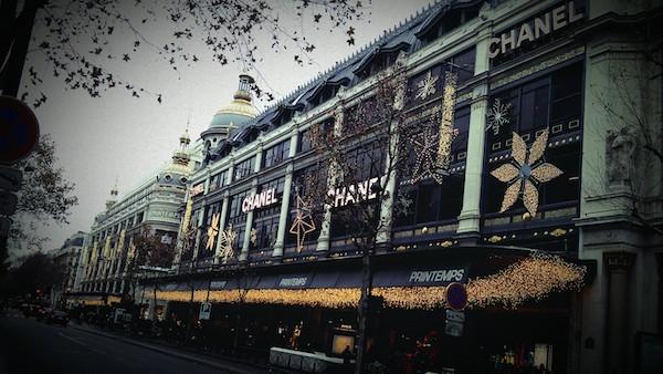 Một Paris hào nhoáng mà nhiều người ao ước.