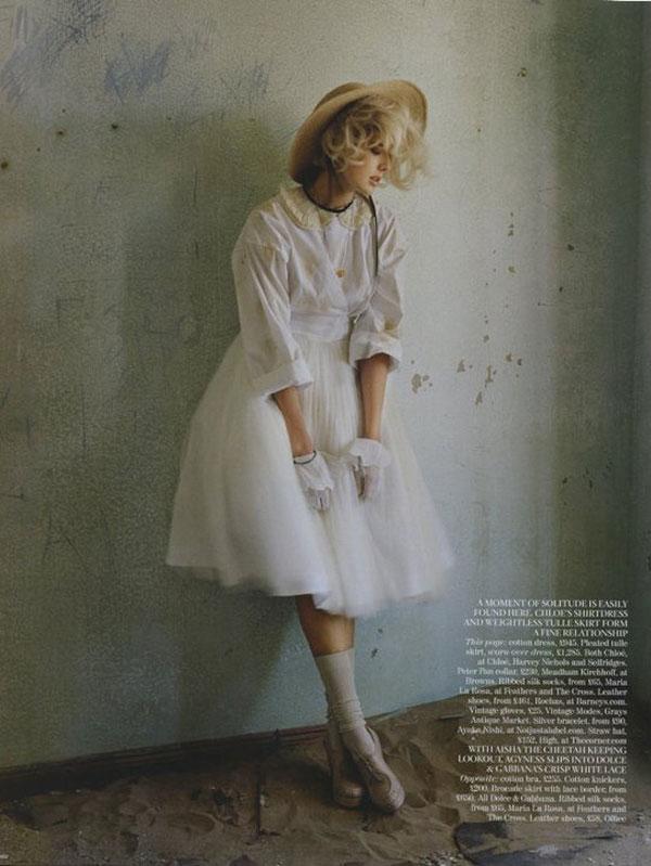 Chụp Agyness Deyn cho Vogue UK, Tháng 5, 2011 ở Namibia.