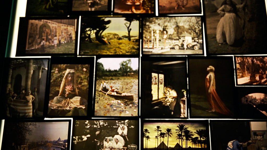 Autochrome là một quá trình chụp hình màu do anh em người Pháp Lumière nghiên cứu và nhận bằng sáng chế vào ngày 17 /12/1903. Đây là công nghệ đi đầu trong ngành công nghiệp ảnh màu nhằm tạo ra các hình ảnh dương bản trên kính và được sử dụng từ năm 1907 đến khoảng 1935.