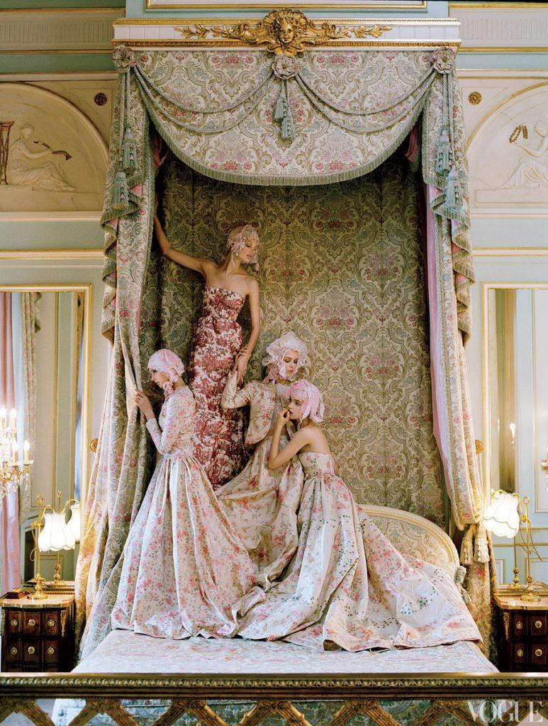 """Chụp Kate Moss trong hình tượng Marie Antoinette ở khách sạn """"The Ritz"""" ở Paris cho Vogue US, Tháng 4, 2012."""