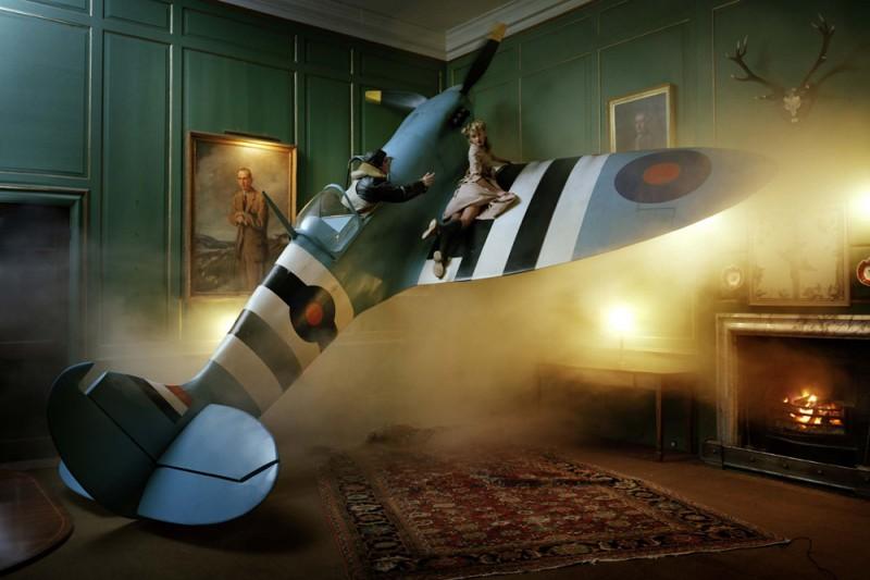 Bộ ảnh Spitfire, người mẫu LILY DONALDSON & JONAS KESSELER, British Vogue 2009.