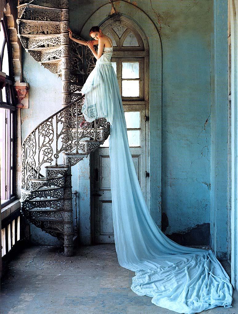 Tim Walker chụp Lily Cole cho British Vogue, 2005.