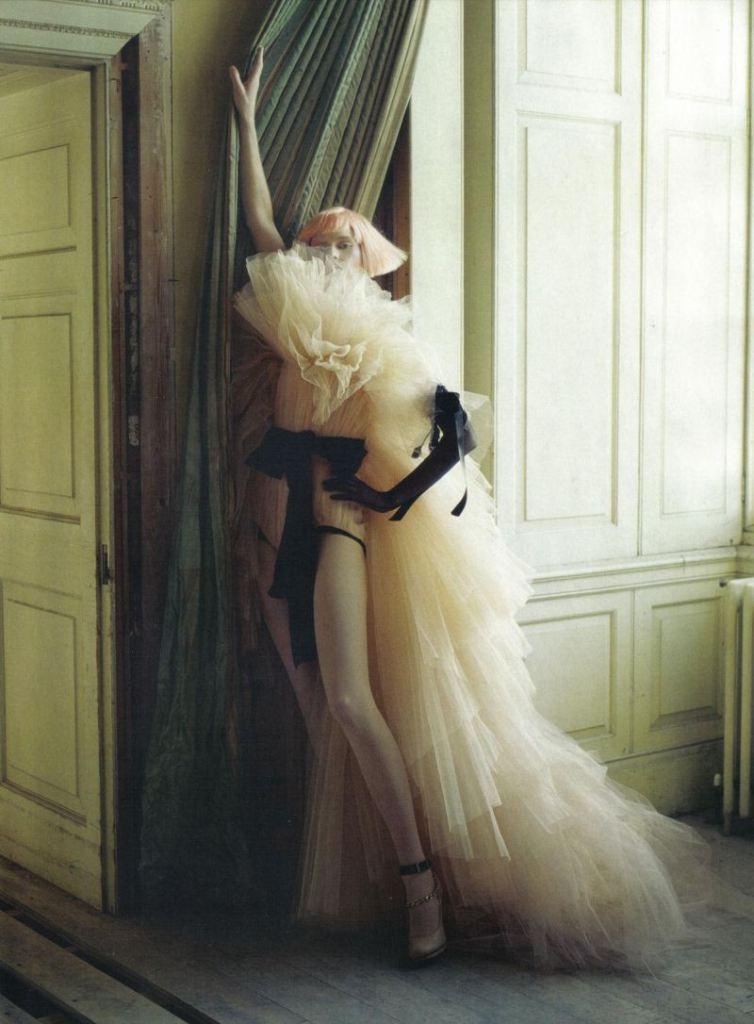 Chụp Stella Tennant cho Vogue Italy, số Tháng 3, 2010.
