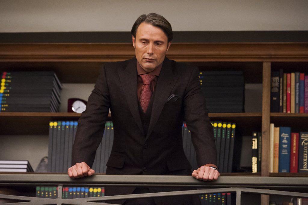 Tôi không khuyến khích bất kỳ ai phối màu thế này, kể cả cà vạt có hoa văn chứ không phải trơn. Trừ khi bạn đã với tới cảnh giới của Hannibal, hoặc sống ở Mù Cang Chải, chả ai biết suit là gì.