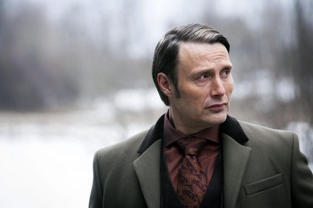Một chiếc áo hiếm hoi không phải đồ may đo - Burberry London Collingdale Overcoat, 100% nguyên len và cổ áo nhung đen.