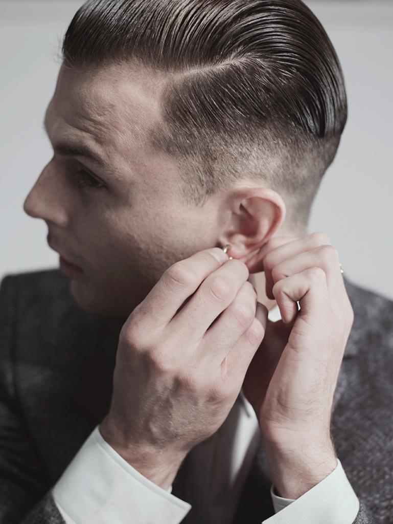 Đầu tóc cũng là yếu tổ không thể lơ là bỏ qua đối với Theo.