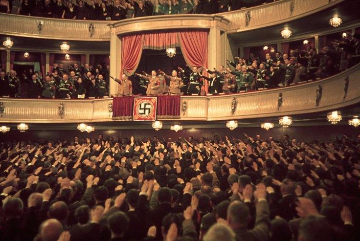 Hitler và Göbbels ở nhà hát Charlottenburg, Berlin, 1939.