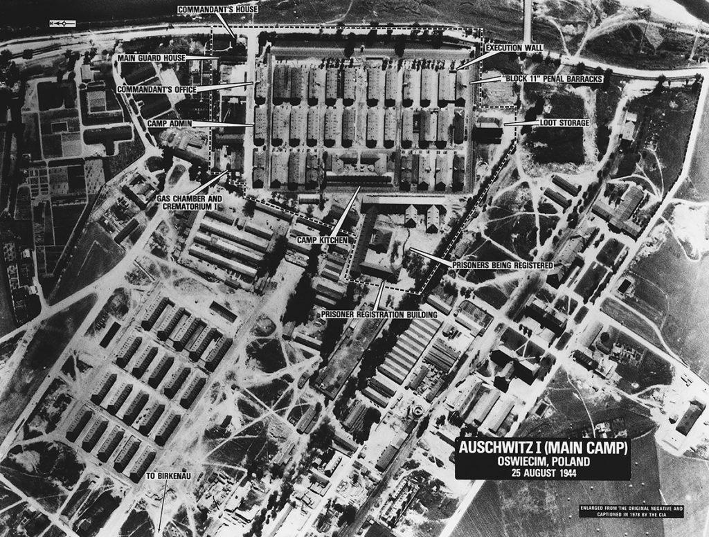 Ảnh chụp trại Auschwitz từ trên không, 25.08.1945.