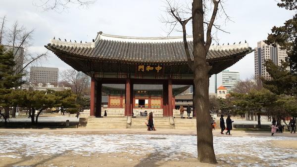 (Cung điện ở giữa Seoul)
