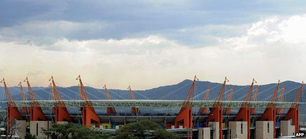 """Sân vận động """"Hươu cao cổ"""" là thứ duy nhất ngoài nợ nần FIFA để lại cho thành phố Nelspruit ở Nam Phi sau World Cup."""