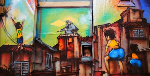 Một đứa trẻ ngó qua cửa sổ trong khu ổ chuột Vila Flavia ở Sao Paulo.