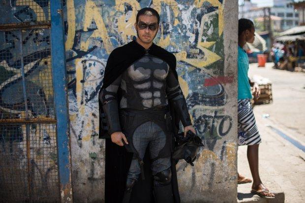 Eron Morais de Melo: con người đằng sau chiếc mặt nạ Batman.