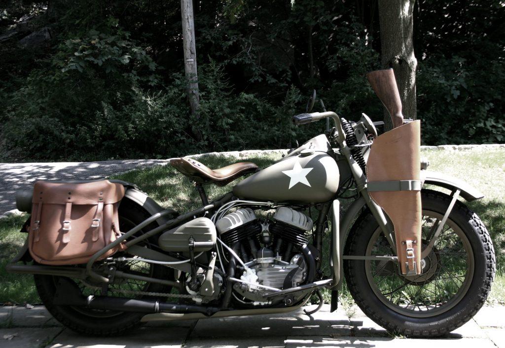 Ở phần 1 bạn có để ý chiến mã Harley Davidson WLA 1942 cỡ bự có chế thêm 2 nòng súng phía trước mà Cap ''làm tình làm tội'' phe phát xít?