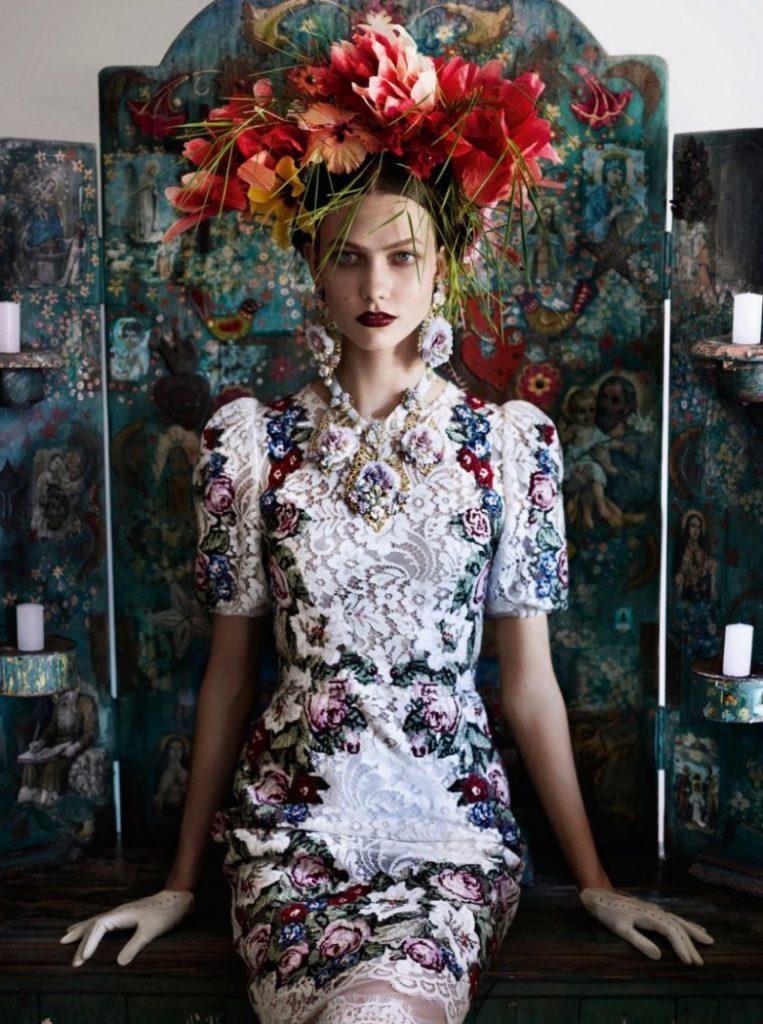 Mario Testino chụp Karlie Kloss cho Vogue US tháng Bảy, 2012.