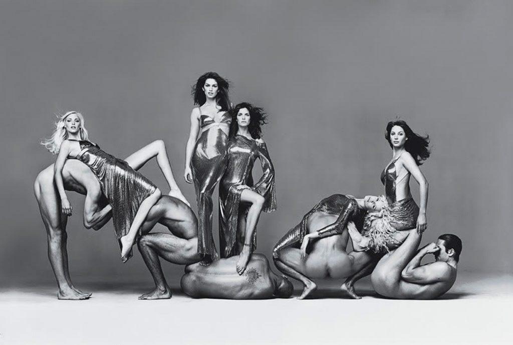Richard Avedon chụp cho Versace.