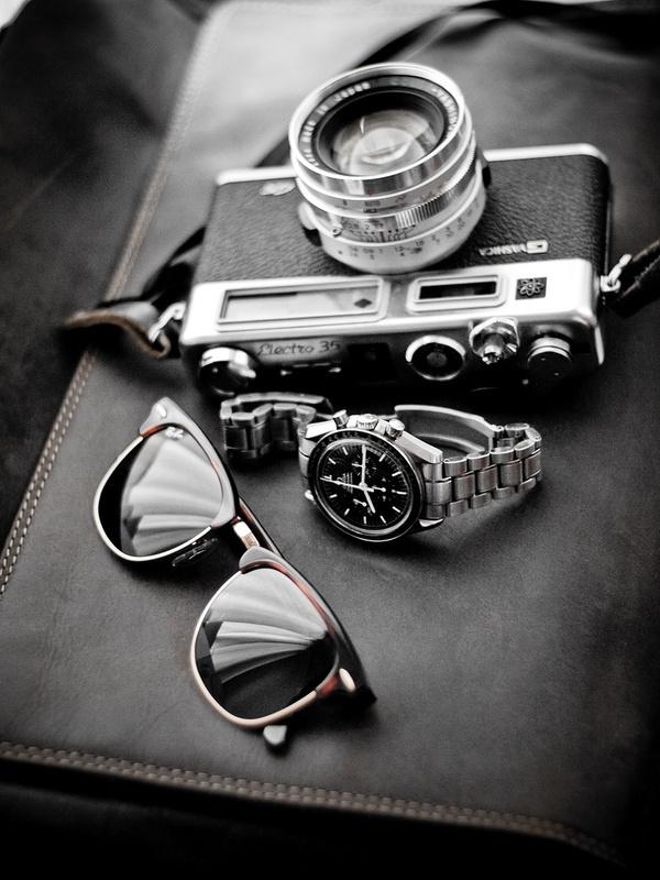 Bỏ qua mốt kính mắt gương các màu mà không phải ai cũng hợp, tôi sẽ trung thành với một chiếc clubmaster classic thế này cho mỗi chuyến đi.