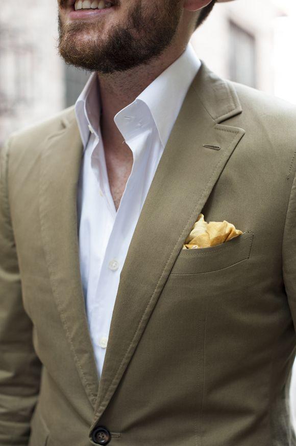 Những chiếc cổ áo đứng thẳng không khiến bạn trông manly hơn. Nó chỉ chứng tỏ rằng bạn là kiểu đàn ông biết cách ăn mặc.