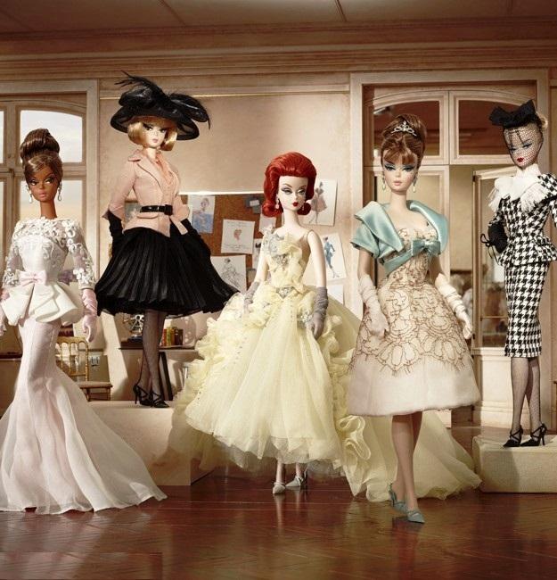 Những cô Barbie Collector với phong cách vintage có thể diện thời trang những năm 1960s, những năm xa hơn nữa. Hay cũng có thể là thời trang kết hợp giữa cổ điển & hiện đại...