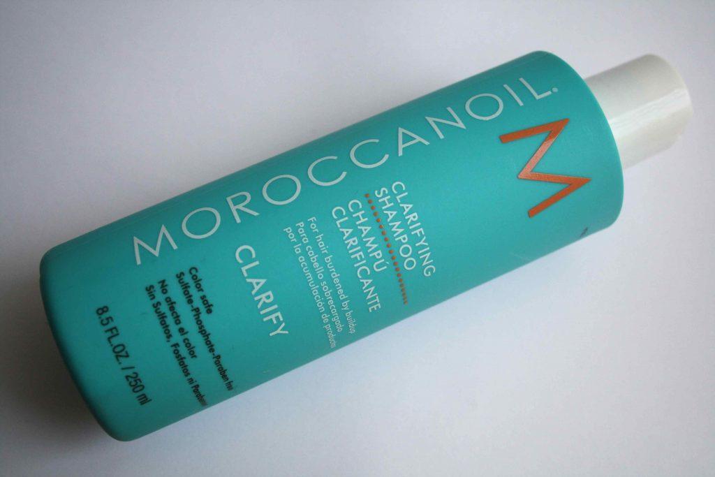 Các sản phẩm về tóc của Moroccanoil đều rất tốt, đắt xắt ra miếng. Dầu gội đầu Moroccanoil® Clarifying Shampoo hai tuần mới dùng một lần nên giá dù hơi cao cũng không sao (25$ cho một chai 250ml).