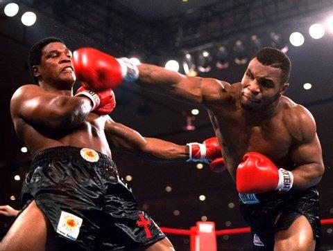 'Iron' Mike Tyson,vua knockout,với kỉ lục 44 trận thắng knockout trong 50 trận thi đấu trong sự nghiệp,nhưng đặc biệt là có đến 22 trận đối phương không chịu nổi quá hiệp 1.