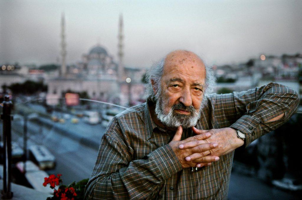 Một tấm trong cuộn phim Kodachrome cuối cùng của nhiếp ảnh gia huyền thoại Steve McCurry. Người trong ảnh là nhiếp ảnh gia Thổ Nhĩ Kỳ Ara Guler.