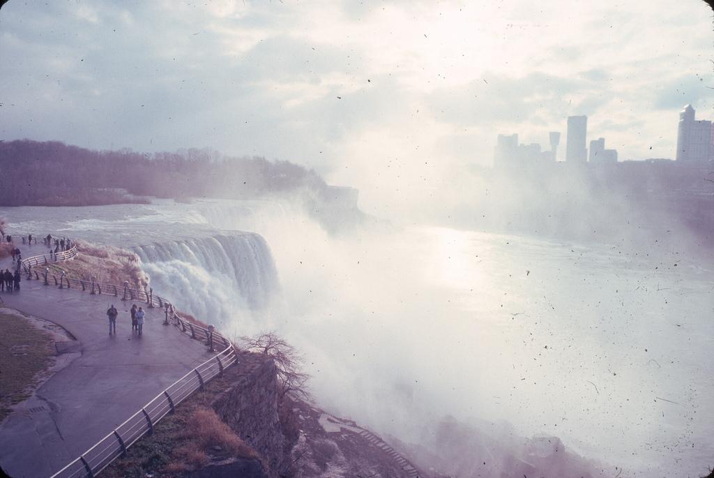 Thác Niagara. Máy ảnh Kiev