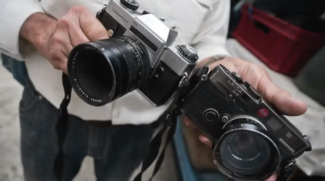 Ngoài Otto và Christine thì người bạn đồng hành không thể thiếu của Gunther là hai chiếc máy ảnh phim Leicaflex và Leica M6.