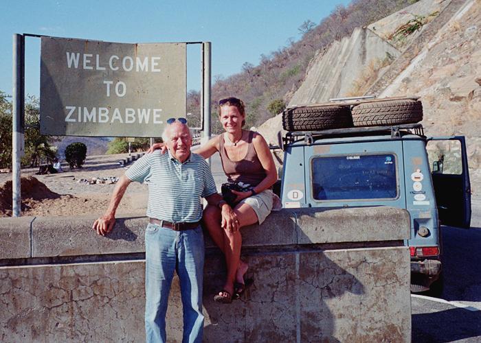 Elke Dreweck là con dâu của một người bạn cũ. Sau khoảng thời gian sáu tháng đi một mình từ đầu năm 2012 thì Elke đã xin nghỉ việc một năm để đi cùng Gunther xuyên qua Nga và bờ Tây châu Phi từ Angola sang Zambia.