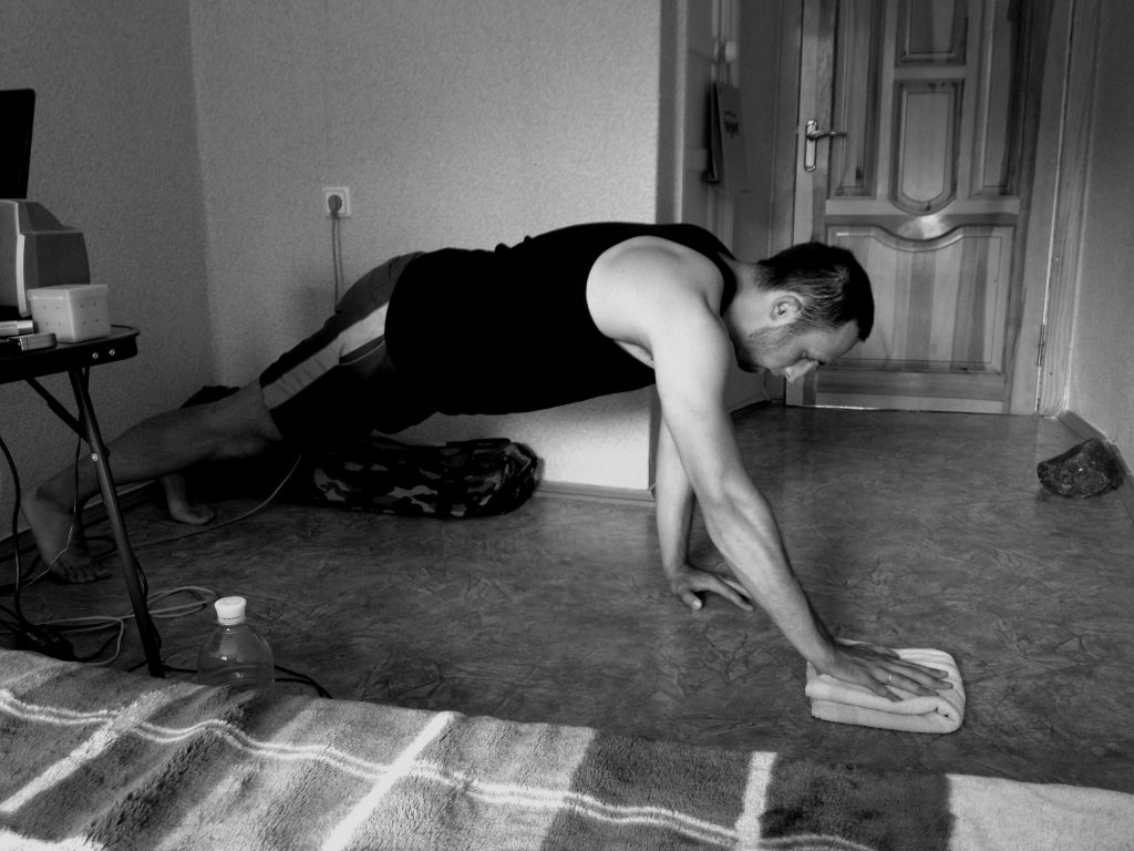 towel-assisted-perfect-one-arm-push-up1