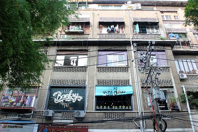 Những chung cư cũ kỹ, xuống cấp lại đang trở thành địa điểm kinh doanh lý tưởng của nhiều quán cà phê mang phong cách ấn tượng