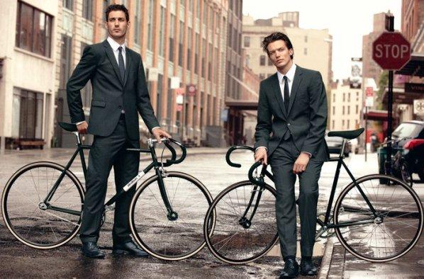 Ví dụ như hãng Strellson đã hợp tác với Bianchi để làm ra một limited collection dành riêng cho những người thích mặc suit đi xe đạp.