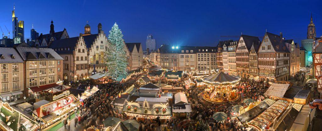 Chợ Giáng sinh ở Frankfurt, trung tâm tài chính của Đức. Ước tính có 4500 chợ Giáng sinh trên khắp nước Đức với 180 triệu khách ghé thăm trong bốn tuần lễ. Tổng thu trong năm 2013 khoảng 1.9 tỉ Euro.