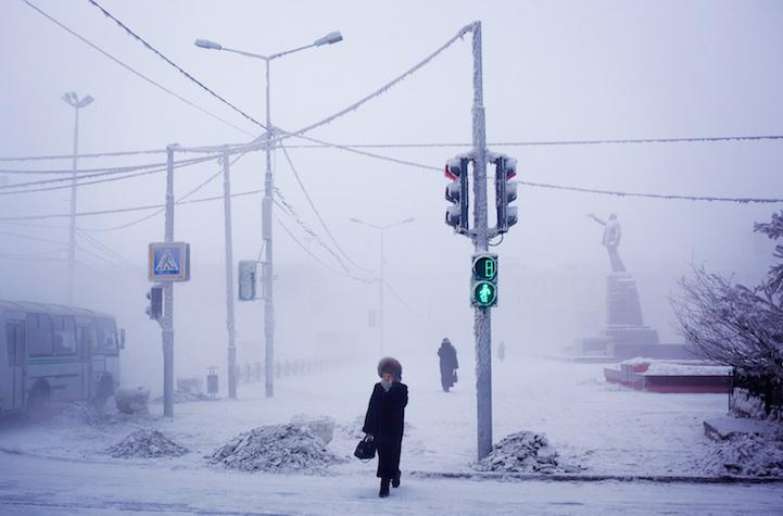Ở xa xa là tượng Lenin chìm trong sương mù.