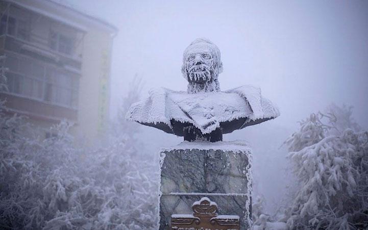 Tượng Ivan Kraft, một trong những thống đốc đầu tiên của nước cộng hòa Yakutia.
