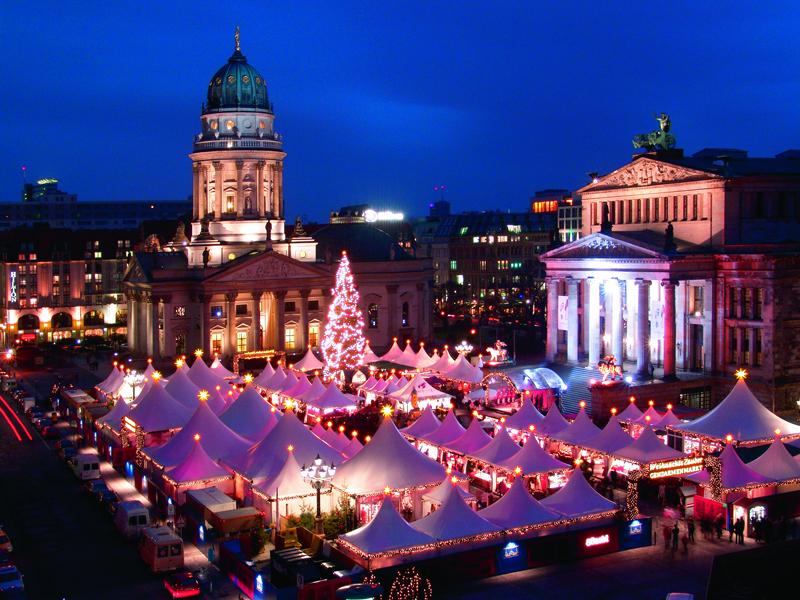 Chợ Giáng sinh ở thủ đô Berlin. Chỉ riêng Berlin đã có 60 chợ giáng sinh to nhỏ đủ loại.