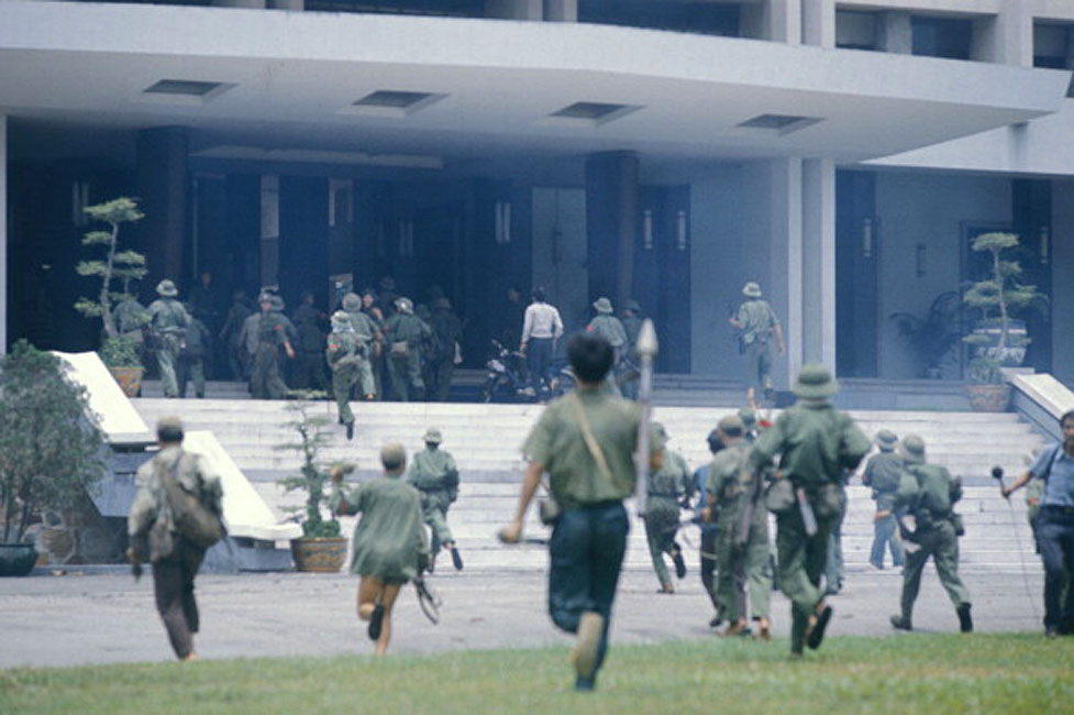 The Fall of Saigon, Vietnam in April, 1975 VIETNAM - APRIL 01: The Fall of Saigon, Vietnam in April, 1975 - Attacking the presidential palace. (Photo by Jean-Claude LABBE/Gamma-Rapho via Getty Images)
