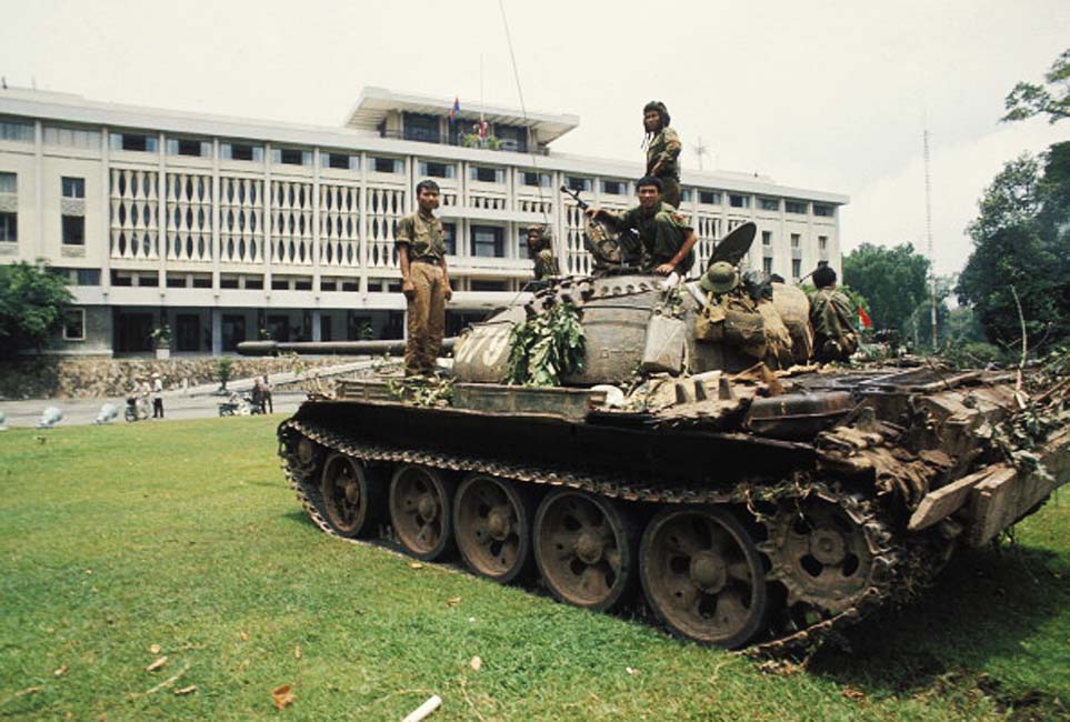 Fall of Saigon - Dinh Độc Lập Assault on Presidential Palace. (Photo by Jean-Claude LABBE/Gamma-Rapho via Getty Images)