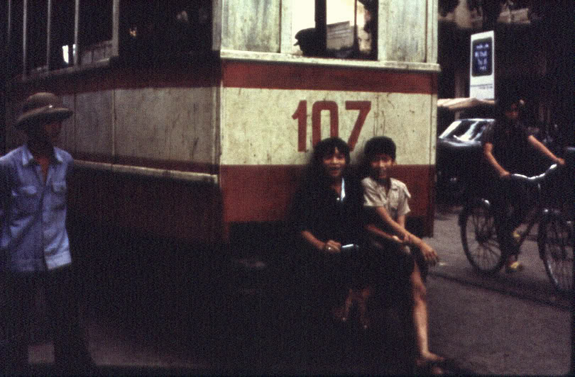 Tàu điện Hà Nội, 1980.