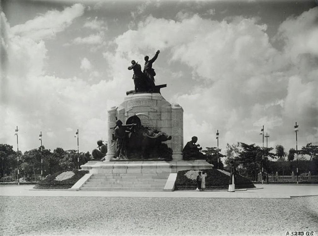 Hà Nội 1928, tượng đài kỷ niệm binh lính Pháp & Việt chết trong Đệ nhất Thế chiến.